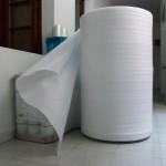 Utilizada como material de embalaje que proporciona protección de superficies.